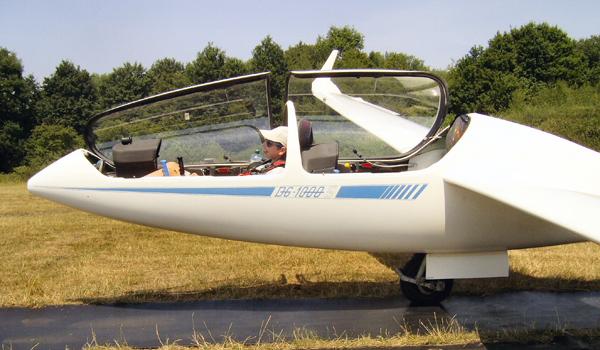 Cockpits von historischen und modernen Segelflugzeugen